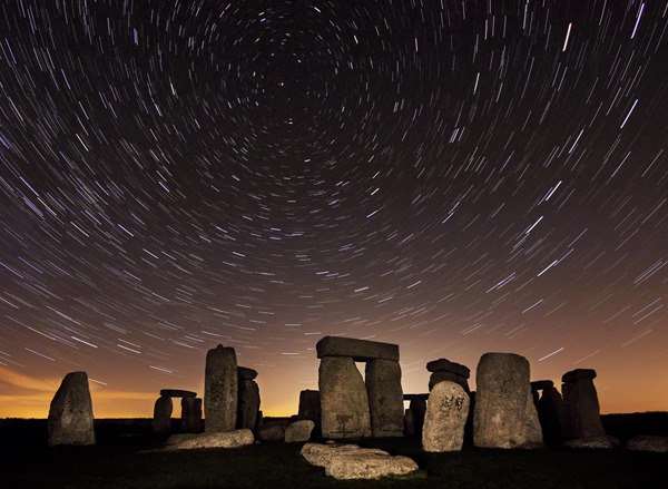 21_uk11-081_stonehenge_under_the_stars_1-from-website